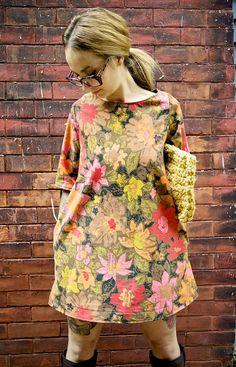 Sur mesure:)    Classique et propre, la version Clementiny du mod robe.  Est superbe seul, ou en couches avec des pantalons ou caleçons !  Ne