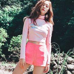 ㅡ 4 Walls era Krystal Jung, Krystal Sulli, Jessica & Krystal, Girl Photo Poses, Celebs, Celebrities, Girls Generation, Kpop Girls, Girl Crushes