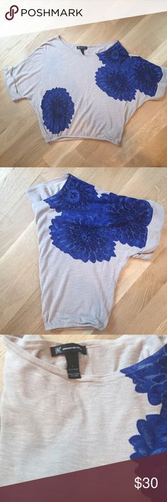 INC 💙 International Concepts Super cute and on trend bat wing graphic cinched waist Sweater INC International Concepts Tops