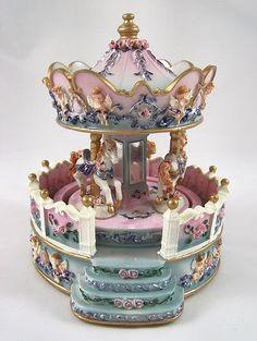 HORSES MUSICAL CAROUSEL GAZEBO Carousel Musical, Carousel Cake, Carousel Horses, Quotes Girlfriend, Girlfriend Gift, Merry Go Round, Pretty Box, Vintage Music, Best Friend Gifts