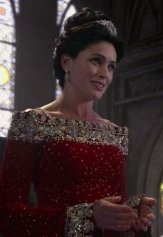 Rena Sofer as Queen Eva - Once Upon a Time Rena Sofer, Forest Fashion, The Queen Is Dead, Queen Of Everything, Necklines For Dresses, Vintage Wear, Ouat, Best Shows Ever, Once Upon A Time