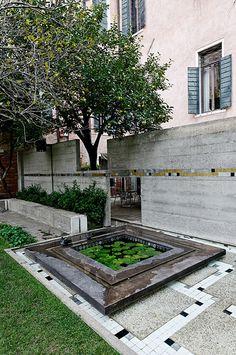 Carlo Scarpa - Amazing calm in this place Urban Landscape, Landscape Design, Garden Design, Architecture Details, Landscape Architecture, Patio Central, Outdoor Living, Indoor Outdoor, Carlo Scarpa