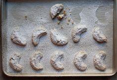 23 of the World's Greatest Cookies - Austria: Vanillekipferl (Walnut Crescent Cookies) German Christmas Cookies, Crescent Cookies, Biscuits, Cookie Time, Recipe Mix, Biscuit Recipe, Holiday Baking, Cookie Bars, Cake Cookies
