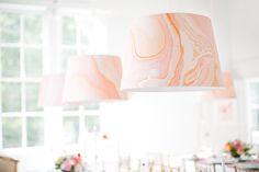 DIY lampe marbrée, sur Minted - La Fiancée du Panda blog Mariage et Lifestyle