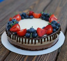 """Глядя на этот торт, вспоминаю фильм """"Любовь не по размеру""""😊 Кто смотрел? Понравился?"""
