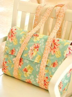 This one-piece handbag can be sewn in an afternoon. This bag was designed by Joanna Figueroa of FIG TREE & COMPANY. Fig Tree & Co., produces over 150 quilting, sewing and children's patterns and thematic booklets. They focus quilting designs on classic patterns with fresh and innovative methods so that
