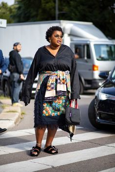 The Best Street Style Looks From Milan Fashion Week Spring 2020 - Daily Fashion Curvy Street Style, Milan Fashion Week Street Style, Spring Street Style, Cool Street Fashion, Street Style Looks, Look Plus Size, Mode Plus, Style Snaps, Plus Size Fashion For Women