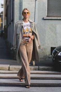 The Best Street Style At Milan Fashion Week Milan Fashion Week Street Style Milan Fashion Week Street Style, Looks Street Style, Street Style Trends, Spring Street Style, Milan Fashion Weeks, Cool Street Fashion, Looks Style, Look Fashion, Korean Fashion