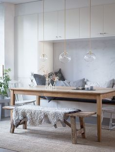My home: Mouth Blown lights From The Danish island of Bornholm room design scandinavian My home: Mouth Blown lights From The Danish island of Bornholm (my scandinavian home) Scandinavian Kitchen, Interior, Dining Room Lighting, Dining Room Design, Dining Inspiration, My Scandinavian Home, Home Decor, Scandinavian Dining Room, Dining Room Table Makeover