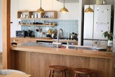 Forget about the tiles in this pic. Rustic Kitchen Design, Wooden Kitchen, Home Decor Kitchen, Interior Design Kitchen, Room Interior, Home Kitchens, Kitchen Dining, Japanese Apartment, Japanese Interior