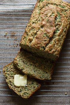 Savory Spinach + Roasted Garlic Quick Bread // edible perspective I made this - yummy Almond Recipes, Bread Recipes, Cooking Recipes, Healthy Recipes, Buckwheat Recipes, Spinach Bread, Garlic Bread, Ma Baker, Brunch