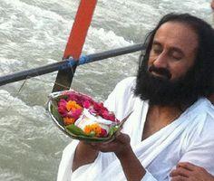 'Seeing love inside you that is meditation' - Sri Sri <3 www.srisrimiracles.com