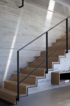Image 5 of 23 from gallery of Y Duplex Penthouse / Pitsou Kedem Architects. Photograph by Amit Geron Interior Stair Railing, Modern Stair Railing, Staircase Handrail, Modern Stairs, Railings, Home Stairs Design, Railing Design, House Design, House Stairs