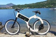 「WEB」は、船舶用合板製の錆びないフレームを持つ電動アシスト自転車。持続可能な社会実現に向けたソリューションを提案するイタリアGIOCO SOLUTIONSが開発している。