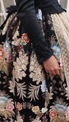 Marina Civera fmv19 traje Amparo Fabra Renaissance Clothing, Period Outfit, Edwardian Fashion, Modern Fabric, Sleeve Designs, Traditional Outfits, Textile Design, New Look, Designer Dresses