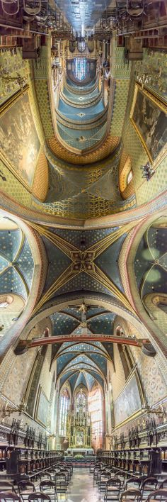 Walk On the Ceiling With 180-Degree Church Panoramas