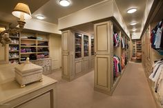 closet grande e organizado