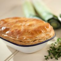 Paul Hollywood's Chicken pot pies - Pastry British Baking Show Recipes, British Bake Off Recipes, Great British Bake Off, Paul Hollywood Puff Pastry, Paul Hollywood Bread, Paul Hollywood Turkey Pie, Mary Berry Chicken Pie, Chicken And Leek Pie, Chicken Meals