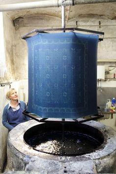 """Blaues Wunder"" als Kulturerbe - Mühlviertler Blaudruck aus Bad Leonfelden ist UNESCO Kulturerbe Textiles, Hungary, Bad, Indigo, Blue And White, Ornaments, Cool Stuff, Creative, Inspiration"