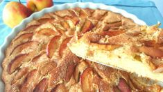 Prøv den her opskrift på verdens bedste æbletærte. Lynhurtig at lave og smager forrygende som den er eller serveret med is, creme fraiche eller flødeskum Danish Food, Snacks, Let Them Eat Cake, Apple Pie, Soul Food, Baked Goods, Ravioli, Cake Recipes, Food And Drink