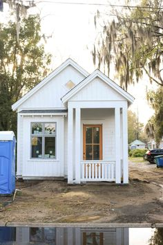 Tiny House Living, Tiny House Design, Shed, Cottage, Outdoor Structures, Cottages, Miniature Houses, Cabin, Small Home Design
