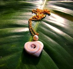heart shell necklace carved with pearl by jaidith on Etsy,