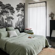 Light linen bed linen ideal for bringing an interior a naturally trendy touch. Bedroom Decor Master For Couples, Bedroom Designs For Couples, Couple Bedroom, Home Decor Bedroom, Master Bedroom, Modern Bedroom, Bedroom Color Schemes, Bedroom Colors, Safari Bedroom