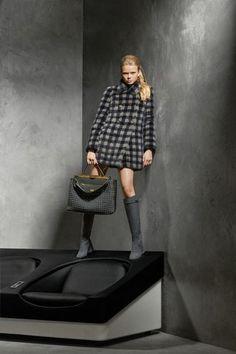 Fendi Pre-Fall 2020 Collection - Vogue Source by fashion 2020 Live Fashion, Fashion 2020, Runway Fashion, Womens Fashion, Fashion Trends, Fashion Fashion, Fendi, Gucci, Shopper