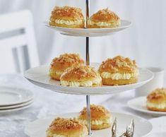 Pražské mini koláčky | Recepty Albert Tiered Cakes, Minis, Treats, Cheese, Sweet, Food, Sweet Like Candy, Meal, Essen