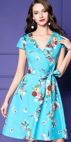 Sweet Bowknot Slim V-Neck Print Skater Dress - moda Casual Dresses, Short Dresses, Fashion Dresses, Summer Dresses, Dress Neck Designs, Spring Outfits Women, Outfit Trends, Mode Hijab, Sweet Dress