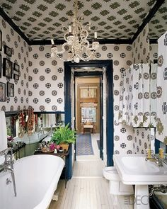 Bathroom In Muriel Brandolini New York Townhouse Combines Clic Fixtures With A Painted Floor Navy Woodwork And Hand Blocked Printed Fabric By
