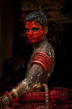 Indian Body Painting: Theyyam, a dancer from the Malabar Coast in south India Cara Tribal, Tribal Face, We Are The World, People Around The World, Tribal People, Portraits, Interesting Faces, World Cultures, Face Art
