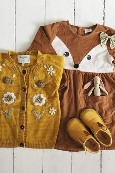 and her autumn fashion for kids favorites! 😍 This gorgeous flatlay includes our T-bar scallop shoes for kids in Limone ❤ Fashion Kids, Baby Girl Fashion, Toddler Fashion, Autumn Fashion, Little Girl Outfits, Toddler Outfits, Kids Outfits, Baby Outfits, Toddler Girl Style