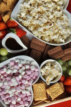 Family Movie Night Grazing Platter - full of snacks and treats that the whole family can enjoy! Family movie night would never be the same without it. Movie Night Snacks, Night Food, Family Movie Night, Family Movies, Cosy Night In, Film Watch, Food Platters, Dream Bedroom