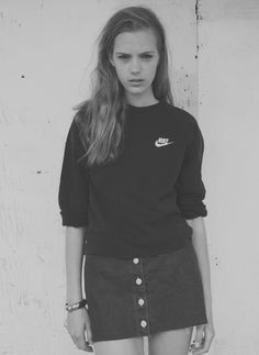 Sporty chic denim skirt with Nike jumper Look Fashion, 90s Fashion, Fashion Beauty, Womens Fashion, Fashion Trends, Sporty Fashion, Fashion Design Inspiration, Mode Inspiration, Looks Style