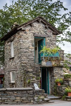 Bridge House, Ambleside, Lake District, England - Home decor - Stone Cottages, Cabins And Cottages, Stone Houses, Beautiful Buildings, Beautiful Homes, Beautiful Places, Cozy Cottage, Cottage Homes, Stone Cabin