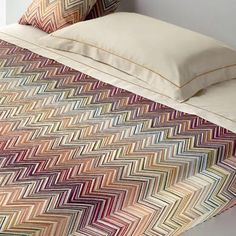 Inspiring indulgent rainy day lounging and Sunday morning sleep-ins, this stylish Missoni essential adds a fashion-forward touch to your master suite.