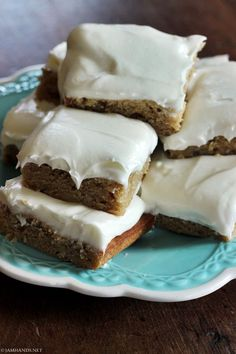 Jam Hands: Banana Bars with Cream Cheese Frosting Just Desserts, Delicious Desserts, Yummy Food, Tasty, Eat Dessert First, Dessert Bars, Banana Dessert, Cake Bars, Cookie Recipes