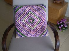 wiggly crochet pillow cover Wiggly Crochet, Crochet Pillow, Pillow Covers, Cushions, Throw Pillows, Stitch, Blanket, Paper, Fabric