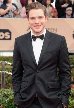 Pin for Later: Feast Your Eyes on All the Gorgeous Men at the SAG Awards  Pictured: Dominic Sherwood