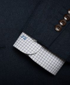 Here are the 7 factors of the perfect dress shirt for you – details that can make or break your outfit – which you should carefully consider before buying any shirt.