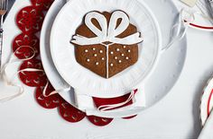 Gingerbread Present with Bow