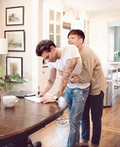 I love him! One Direction Pictures, One Direction Harry, One Direction Memes, Larry Stylinson, Louis E Harry, Harry 1d, Liam Payne, Larry Shippers, Cute Gay Couples