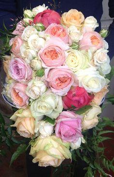 Luxurious roses bouquet. send flowers to kolkata  kolkata.crazyflorist.com