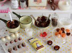 Miniature Making Chocolate Truffles and Homemade Candy Set Miniature Crafts, Miniature Food, Miniature Dolls, Barbie Food, Doll Food, How To Make Chocolate, Making Chocolate, Biscuit, Mini Things