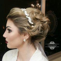 noivinha #makeup #maquiagem #lucianatavaresmakeup #wedding #cabelodenoiva #penteado #coque #coquepreso #delineado #noiva #dress #produção #maquiadora #cabelosolto #coquegrego