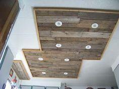 Muebles de palets: Iluminación en una cocina hecha con tablas de palets de madera