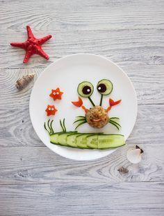 Ako do detí dostať zeleninu? Vtipnou úpravou na tanieri. 20 veselých nápadov - AhojMama.sk Fun Food, Good Food, Decorative Plates, Funny Food, Healthy Food, Yummy Food