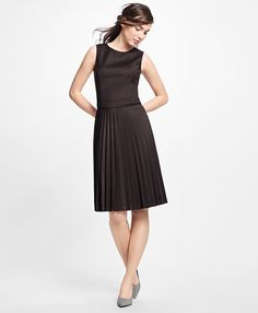WOOL HOUNDSTOOTH PLEATED DRESS. #style #outfit #trend #onlineshop #shoptagr