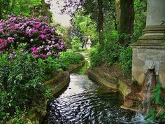 Fontana nel giardino di Villa Bardini, Florence, Italy